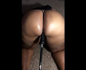 Ghetto milf squirts on sex machine