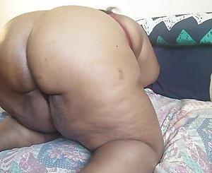 WATCH THIS EBONY Mummy AS SHE THROWS HER BIG ASS ALL OVER HIS BLACK BBC